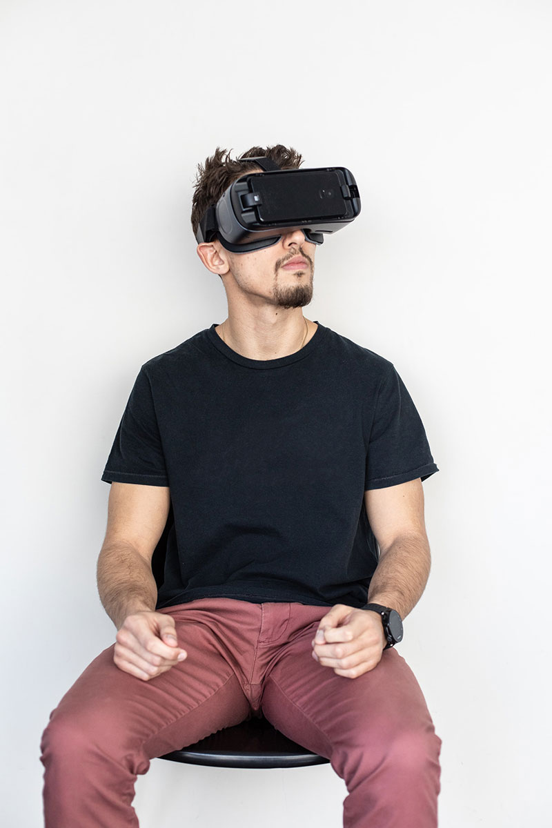 a guy using virtual device